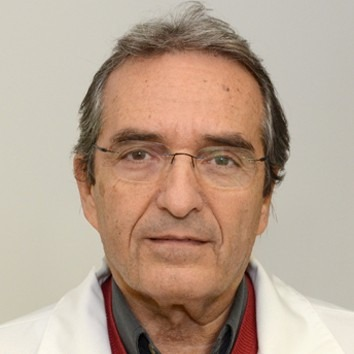 A képen Dr. Baksay László, nőgyógyász látható.